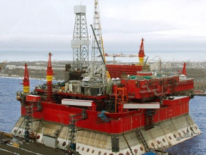 Sevmash goes on ballasting of Prirazlomnaya ice-resistant oil platform