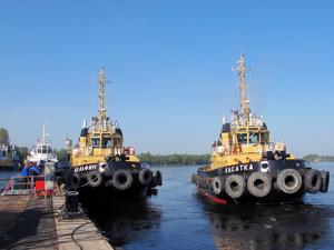 Navy Commander Sailed Down Neva River on Tugboat