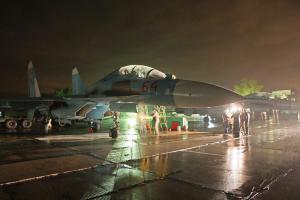 Los pilotos del Distrito Militar Occidental celebrada vuelos nocturnos